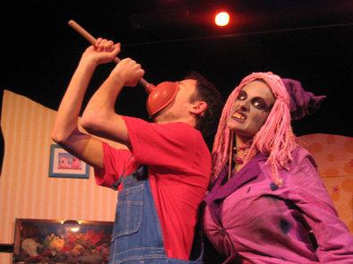 Aurélien portehaut (Pierre) et Marie-Laure Rongier (la sorcière) dans La sorcière du placard à balais